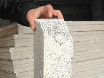 武汉一商品房用泡沫板做墙 开发商称环保节能